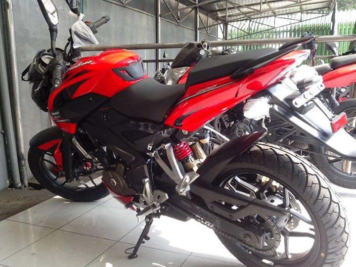 Kawasaki Adopsi Spakbor Belakang Untuk Pulsar 200NS Terbaru ??