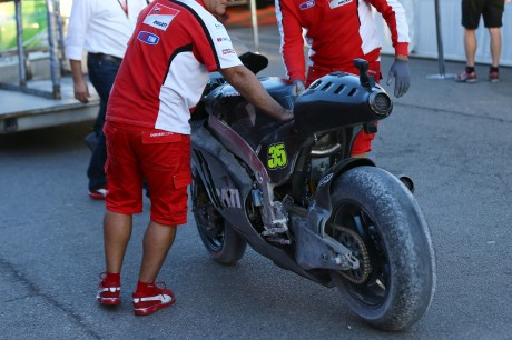 cal-ducati-crash-net