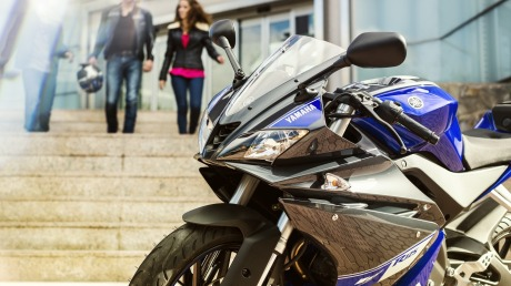 2014-Yamaha-YZF-R125-EU-Race-Blu-Static-001(1)