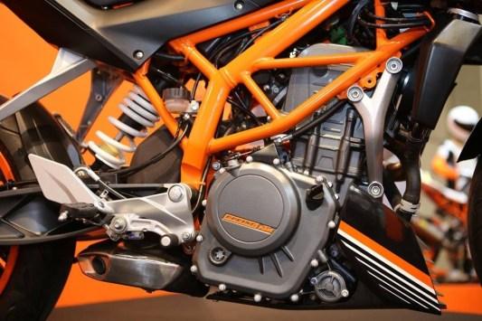 KTM DUKE 250 ENGINE