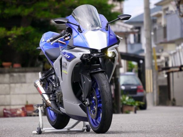 Yamaha R3 ala R1M 3