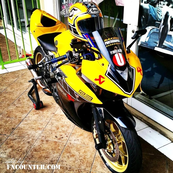 Yamaha R25 60th Anniversary 1