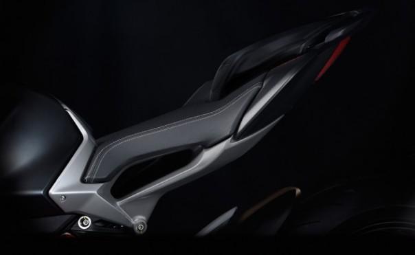 2016-MV-Agusta-Brutale-05