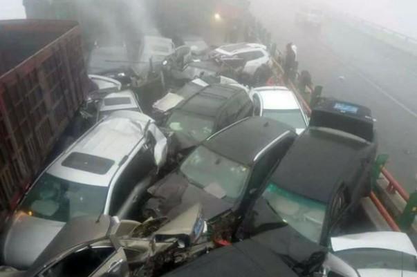 kecelakaan beruntun akibat asap