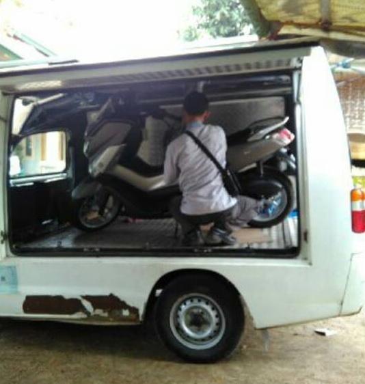 nmax dikirim dengan mobil karapan