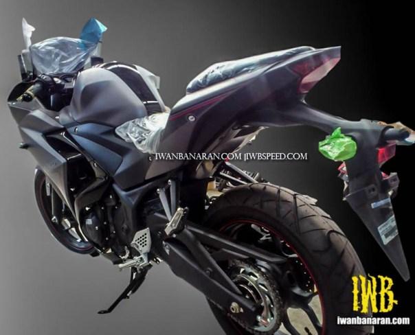 Yamaha R25 gun metal 2